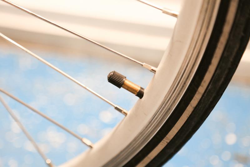 Bien régler la pression de vos pneus de VAE