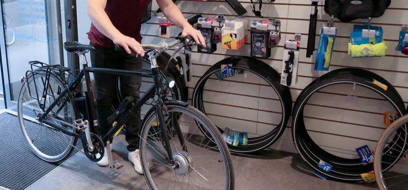 La chaîne du vélo est un des éléments indispensables du véhicule. Elle va s'user au fur et à mesure des kilomètres, voici comment bien l'entretenir et la changer si vous en avez besoin.