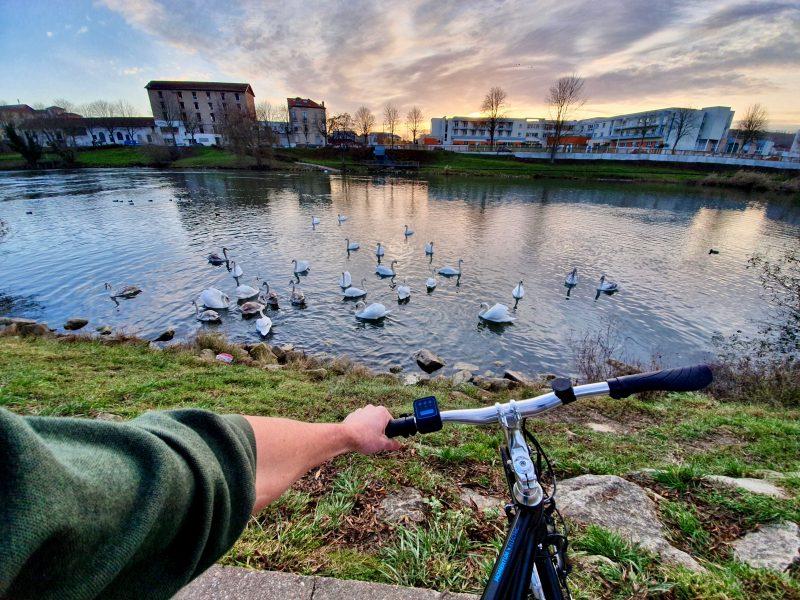 Le Grand-Est est un belle région pour le vélo, elle possède plus de 3000 km de pistes cyclables avec quatre voies EuroVélo qui passent dans la région. C'est donc une destination de choix si vous souhaitez faire du cyclotourisme autour de Strasbourg. Vous pourrez même passer par les pays frontaliers si vous en avez envie !