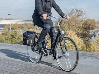 Depuis mai 2020, les employeurs ont la possibilité de proposer à leurs employés des indemnités pour utiliser moins leur voiture et prendre des moyens de transports plus doux tels que le vélo pour les trajets domicile-forfait mobilités durables.